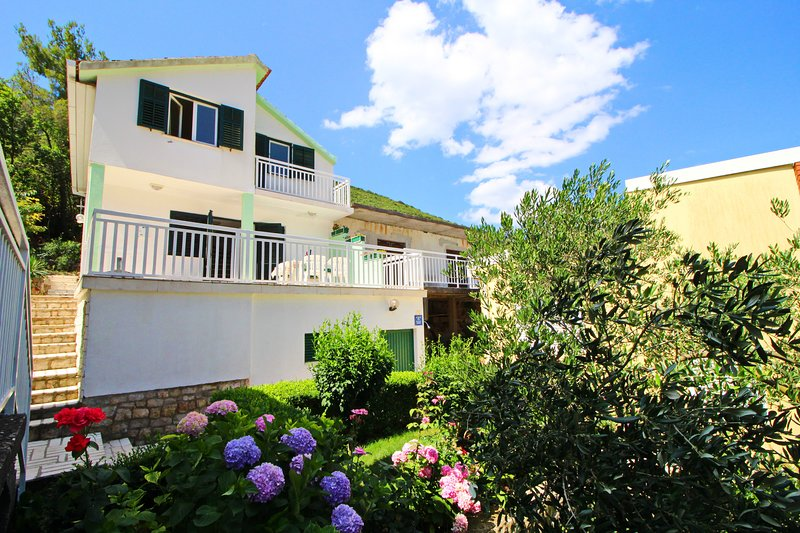 Gea - Three Bedroom Holiday Home with Terrace and Partial Sea View, holiday rental in Hodilje