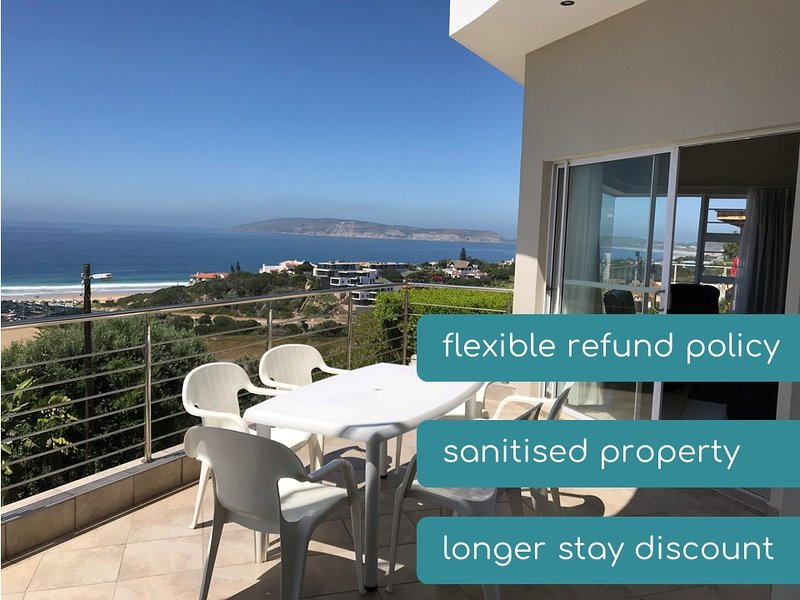 Keith's Penthouse With 180° View of Central Beach & Robberg, location de vacances à Keurboomstrand
