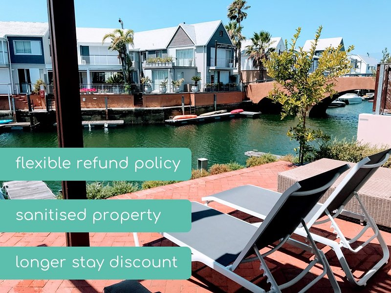 Martin's Sunny Spacious Villa ♥ Patio on Water's Edge | WIFI | DSTV, vacation rental in Knysna