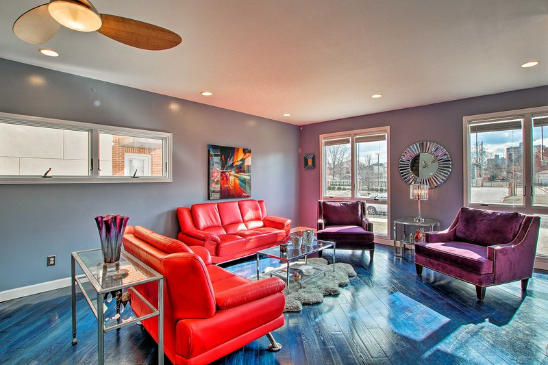 NEW! Vibrant St. Louis Pad - Walk to Lindell Blvd!, holiday rental in Alton
