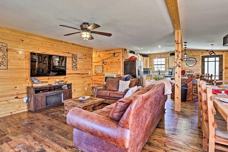 Serene Cabins w/ Decks & 8 Acres on Kiamichi River, location de vacances à Octavia