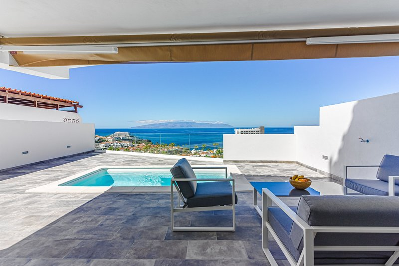 Magnificent Bungalow with Panoramic Views and Private Pool., holiday rental in Acantilado de los Gigantes