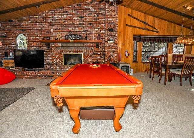 CLOSE to SLOPES. BEST family cabin.  POOL TABLE & FOOSBALL, location de vacances à Big Bear Lake