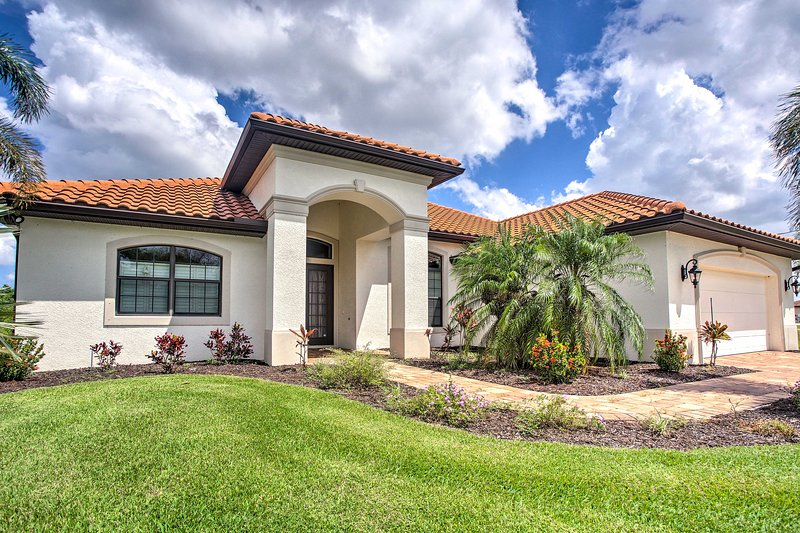 Elegant Waterfront Home on Cape Coral w/ Lanai!, holiday rental in Matlacha