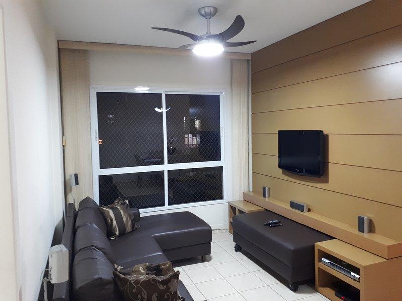 Apto c/ ar Split - Centro local imbatível - com NF, vacation rental in Uberlandia