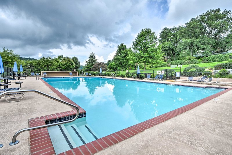 Enjoy access to Sky Valley amenities like the outdoor pool!