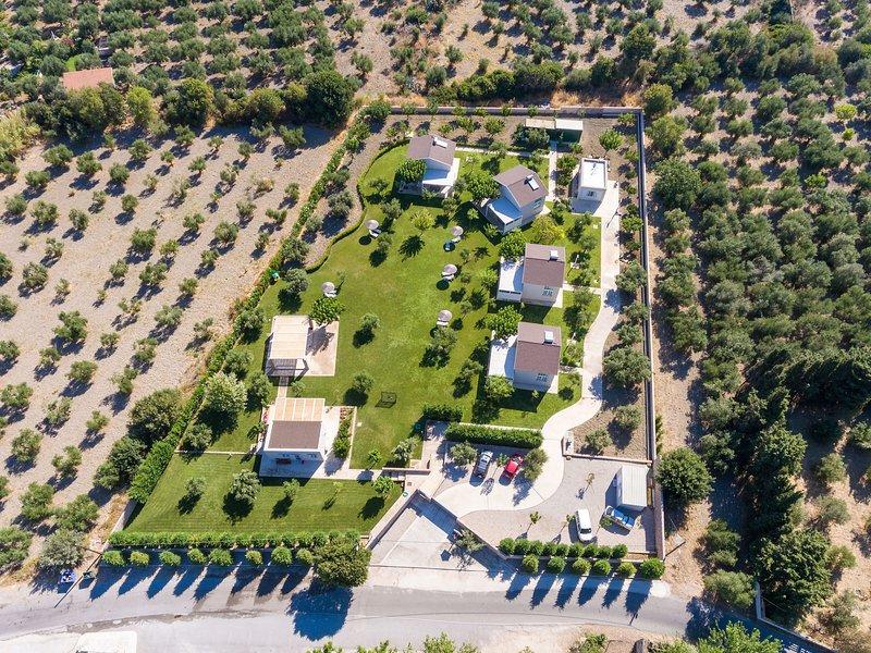 Villa Kitrino Spitaki, vacation rental in Lagoudi Zia