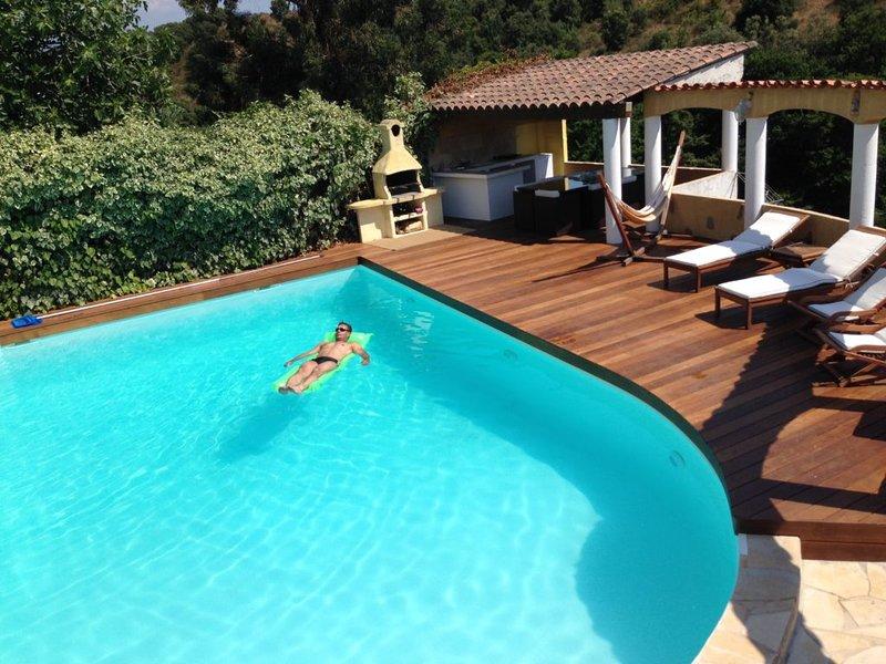 T4 dans villa avec piscine privative, holiday rental in Sarrola-Carcopino