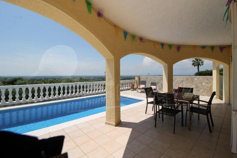 Casa Sophie- con piscina privada, en zona residencial, fabulosas vistas, aluguéis de temporada em Pau
