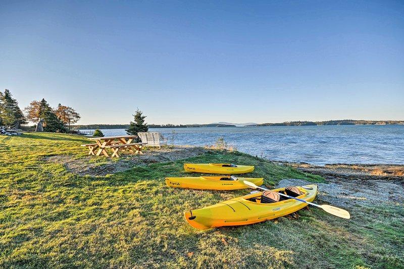 Oceanfront Sullivan Cottage on 6 Acres w/Kayak!, aluguéis de temporada em Steuben