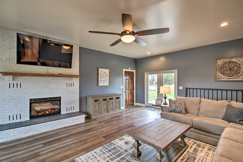 Chic Ste Genevieve Home w/ Nice Interior Amenities, holiday rental in Fredericktown