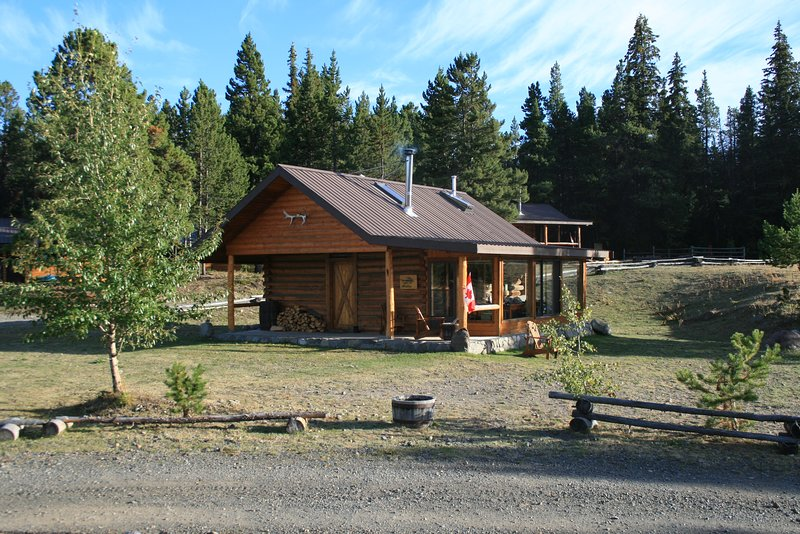 Chaunigan Lodge #9 Deluxe, aluguéis de temporada em Chilcotin District