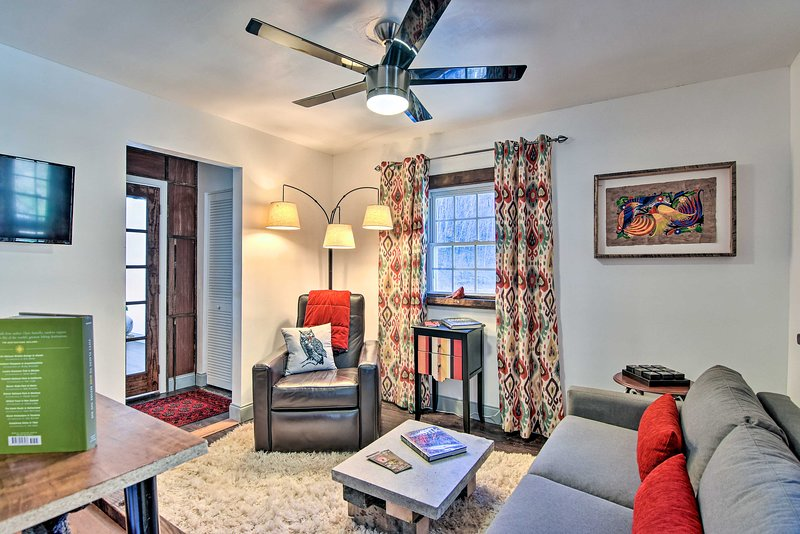 NEW! Burnsville Apt. w/River View, 10Mi to Hiking!, holiday rental in Green Mountain
