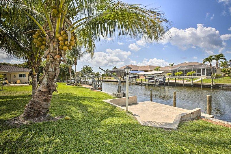 NEW! Bright Canalfront House w/ Boat Dock & Patio!, location de vacances à Iona