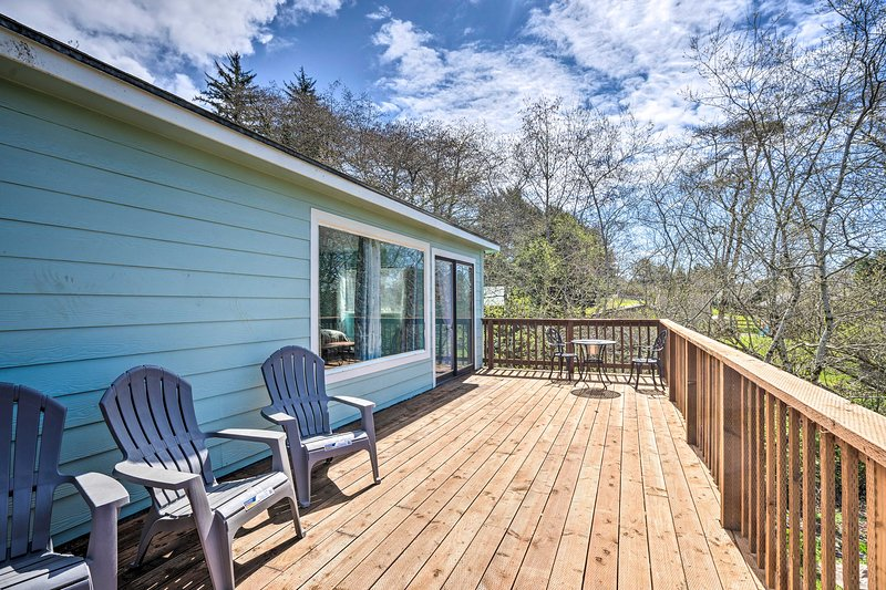 NEW! Smith River Bungalow - 8 Miles to Brookings!, holiday rental in Fort Dick