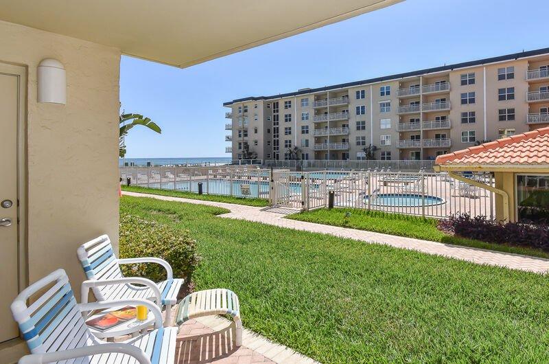 Sea Coast Gardens II #111, location de vacances à New Smyrna Beach