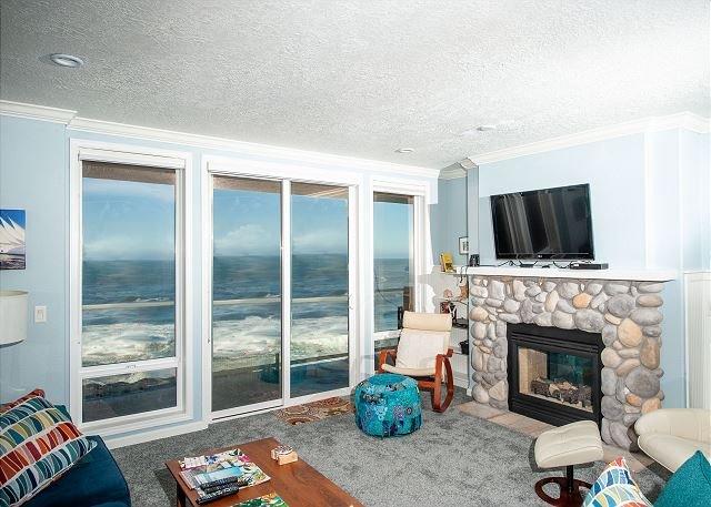 Ocean's Edge - Second Floor Oceanfront Condo, Hot Tub, Indoor Pool, Wifi & More!, alquiler de vacaciones en Depoe Bay