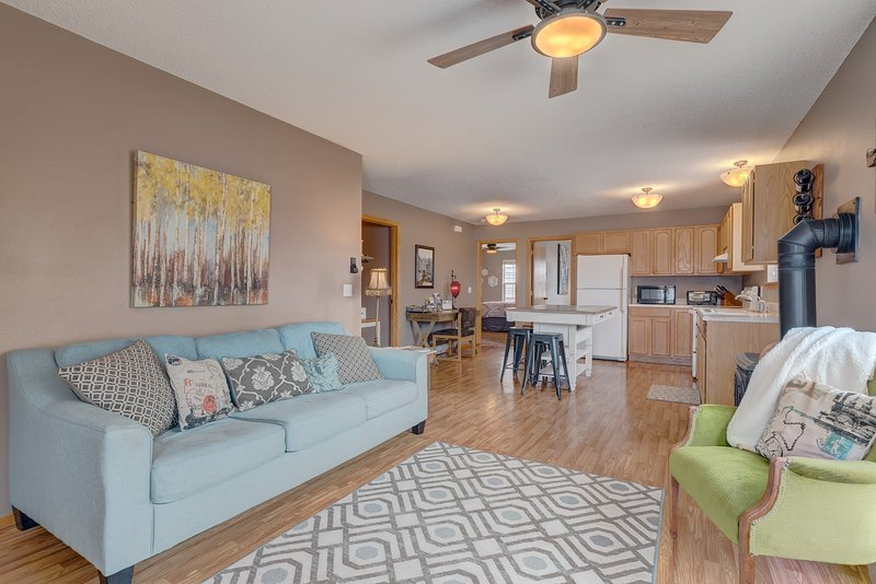 One level, Zero Steps, Clean and Convenient Spearfish Townhome, vacation rental in Spearfish