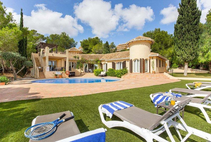 Luxury 3 bed villa, tennis court, stunning views, holiday rental in Llano del Beal