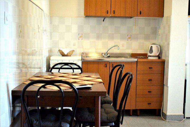 Holiday home 179814 - Holiday apartment 202107, location de vacances à Dobropoljana