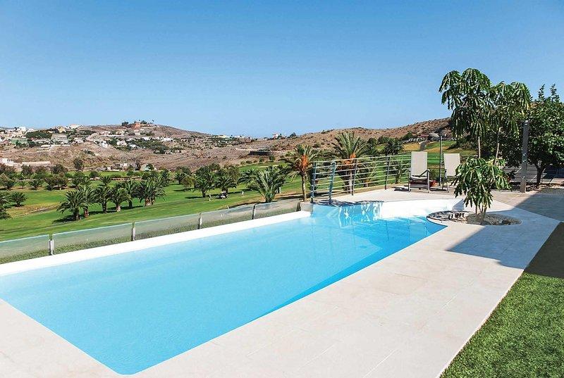 4 bed stylish villa with infinity pool, vacation rental in El Salobre