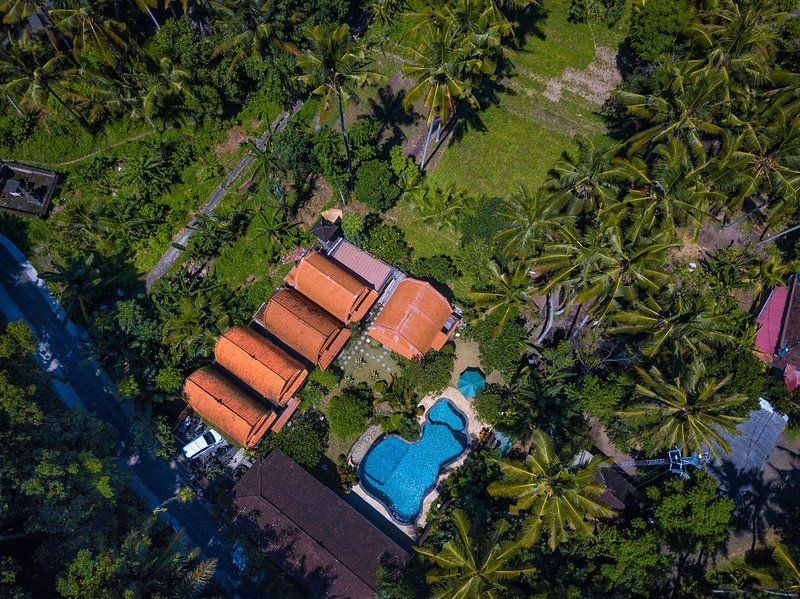 5BR Villa with Pool & Garden View, holiday rental in Lodtunduh
