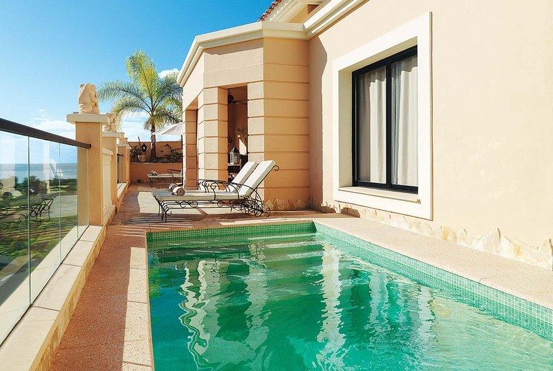 2 bedroom resort villa with pool and WIFI, holiday rental in La Caleta