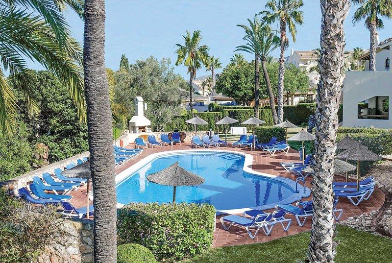 3 bed apartment near communial pool, vacation rental in Portman