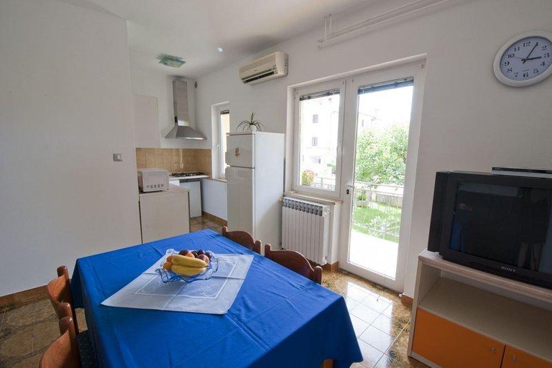 Holiday home 163149 - Holiday apartment 208305, location de vacances à Mali Maj