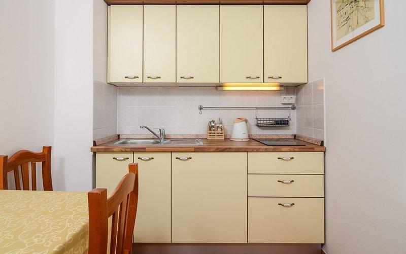 Holiday home 109646 - Holiday apartment 9737, location de vacances à Turanj