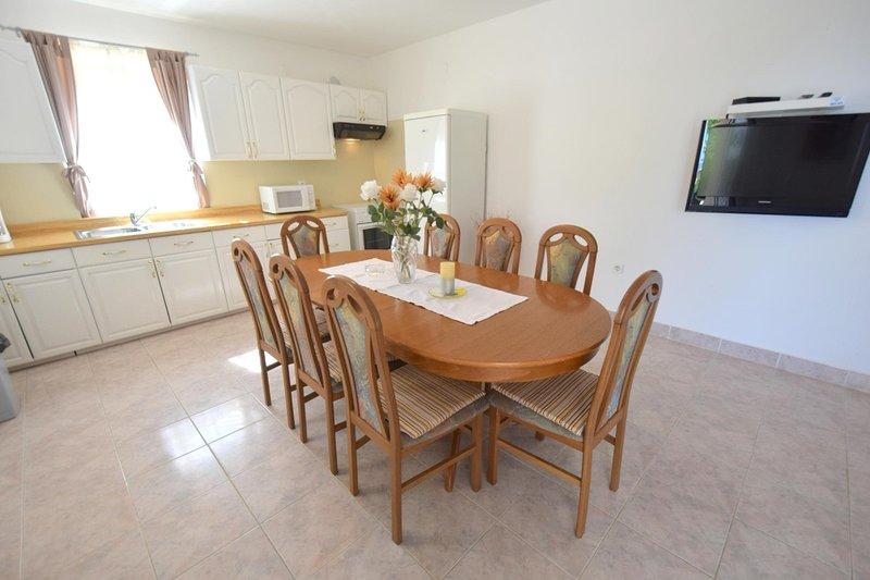 Holiday home 174366 - Holiday home for sole use 190233, aluguéis de temporada em Kapovci