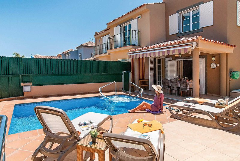 Comfortable villa with 15 mins from amenities, aluguéis de temporada em Costa Meloneras