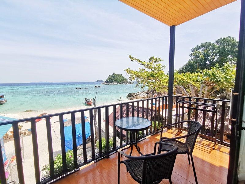 Lipe Sunrise Beach House, holiday rental in Ko Lipe