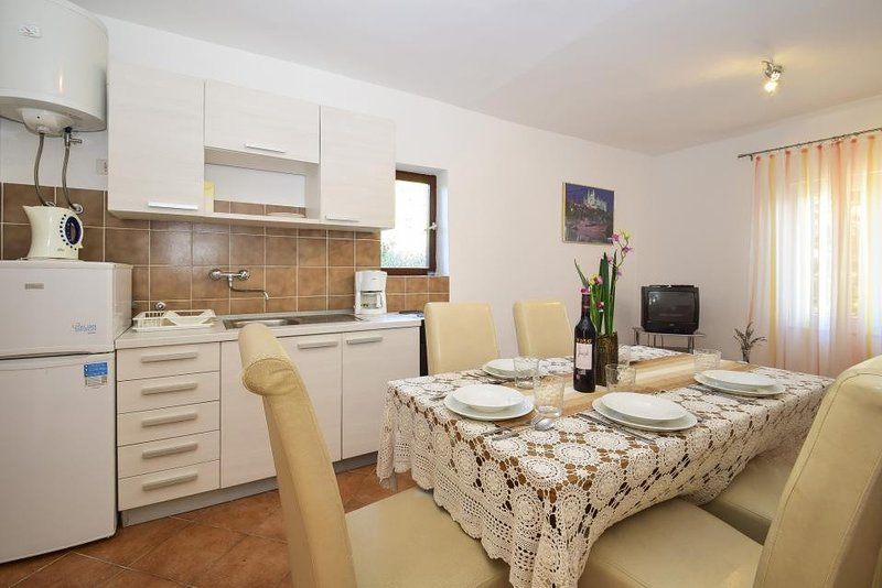 Holiday home 144246 - Holiday apartment 127894, holiday rental in Tijesno