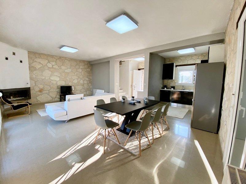 Remote Villa with Spectacular Views, aluguéis de temporada em Kassandrino