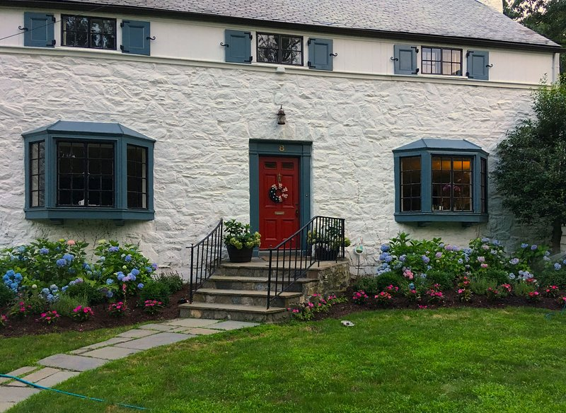 Charming Rye Colonial Walk to Town & Train, alquiler vacacional en Dobbs Ferry