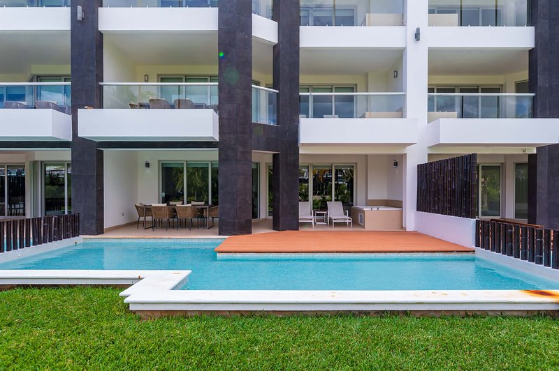 House,Building,Water,Pool,Hotel