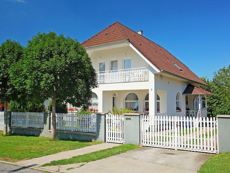 Balaton H2054, holiday rental in Balatonfoldvar
