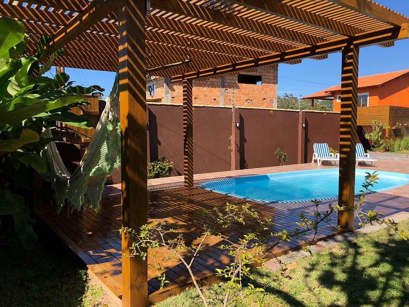 casa piscina na praia do rosa, holiday rental in Barra de Ibiraquera
