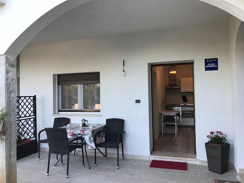 Studio per 2, la tua vacanza in campagna, Barboj-Umag, 5 min. dal mare, terrazzo, vacation rental in Kanegra