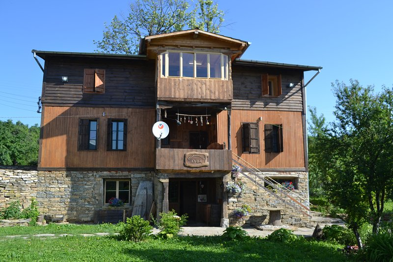 Traditional style house with swimming pool and magnificent views, vacation rental in Gabrovo Province