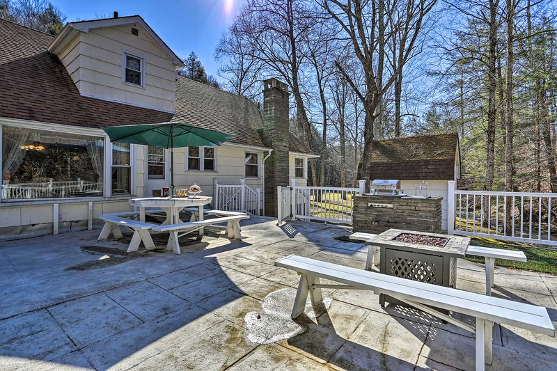 NEW! Quaint Abode w/Fire Pit: 9 Mi to Fly Fishing!, vacation rental in Callicoon