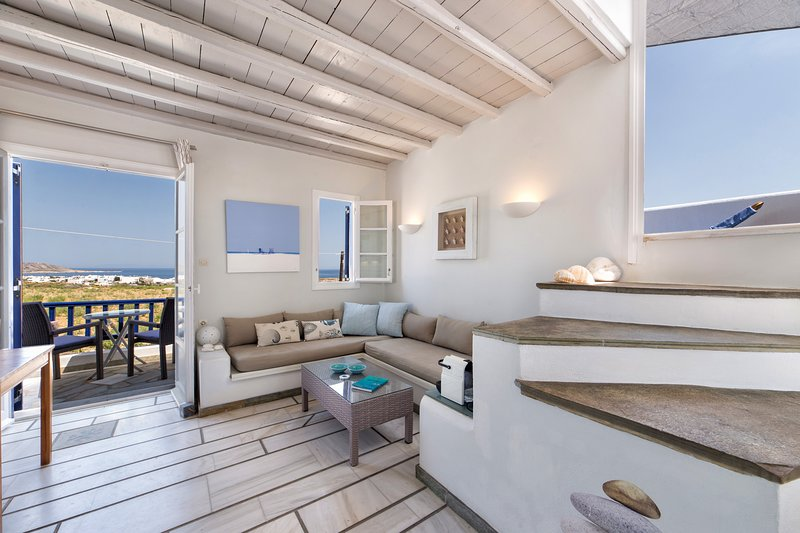 'Pure White' Studio with amazing sea view, Naousa, holiday rental in Naoussa