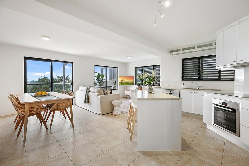 Crystal Shores Unit 2, 200m to Sunshine Beach, Dog Friendly, holiday rental in Sunrise Beach
