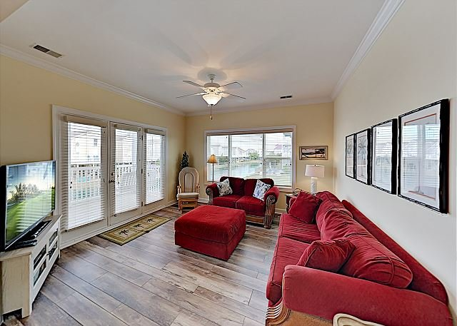 All-Suite Condo w/ Private Balcony, Pond Views & Pool - Walk to Beach, vacation rental in Ocean Isle Beach