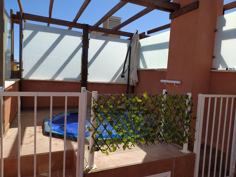 Atico con Jacuzzi Vera MARVIN apto 2 matrimonios, holiday rental in Puerto Rey