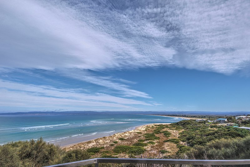 Halcyon ~ Immerse yourself in the sky and sea, vacation rental in Coles Bay