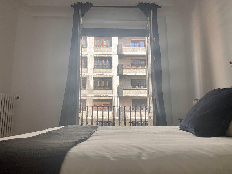 Suite en el Hostel más chic! del centro de Oviedo, vacation rental in Sograndio
