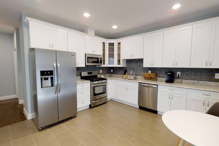 5BR apt in 10min walk to Journal Square Path Plaza, aluguéis de temporada em Jersey City