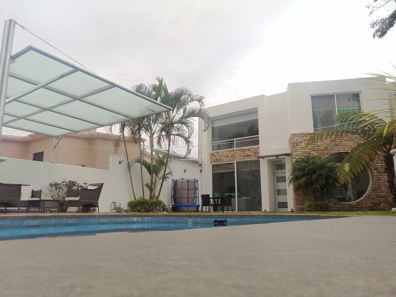 Lomas verdes Cuernavaca, 15 personas alberca y jardín privado, vacation rental in Cuernavaca